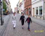 B.Kuodis, S.Žiogaitė ir D.Krikščiūnas dairosi po Greifswaldo senamiestį
