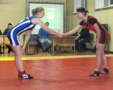 Moterų imtynės: po pasisveikinimo - arši kova