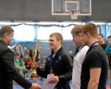 M.Mizgaitis apdovanoja turnyro nugalėtoją Laimutį Adomaitį