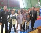 Nugalėtojus ir prizininkus svorio kategorijoje iki 32 kg apdovanojo šalies rinktinės treneris Ruslanas Vartanovas