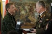 Krašto apsaugos ministrė ir Lietuvos kariuomenės vadas pagerbė A.Kazakevičių