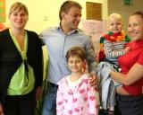 Aleksandras Kazakevičius su vaikais Santariškių universitetinėje ligoninėje
