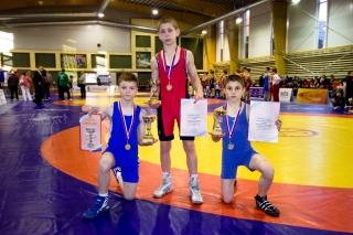 Turnyro nugalėtojai visaginiečiai Eugenijus Sinica (35 kg), Dmitrijus Parechelašvilis (42 kg), Dmitrijus Filipovas (32 kg)