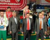 Už dėdžių nugarų turnyro nugalėtojai svorio kategorijoje iki 42 kilogramų