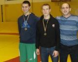 Iš kairės: A.Urgalevič (I vieta), T.Ivoška ir treneris A.Milevskij