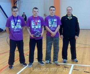 Nuotraukoje iš kairės Donatas Gudmonas, Darius Gudmonas, Dovydas Petkevičius ir treneris Rytis Keršys