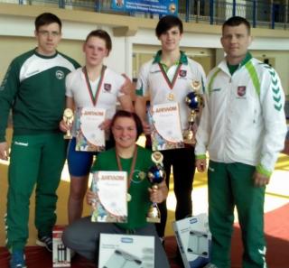 Stovi: A.Stočkus, K.Domikaitytė, D.Domikaitytė, A.Kaselis; tupi G.Blekaitytė