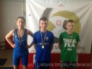 Viduryje - pirmenybių nugalėtojas Jevgenijus Daukševičius iš Baltosios Vokės