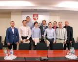 KKSD generalinis direktorius su sportininkais ir imtynių treneriais