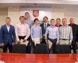 KKSD generalinis direktorius Edis Urbanavičius su sportininkais ir imtynių treneriais