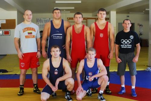 iš kairės: stovi treneris Mindaugas Ežerskis, Mindaugas Mizgaitis, Aleksandras Kazakevičius, Vilius Laurinaitis, treneris Ruslanas Vartanovas; tupi Laimutis Adomaitis ir Edgaras Venckaitis