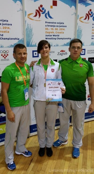 Iš kairės:treneris  Aivaras Kaselis, Danutė Domikaitytė ir treneris Andrius Stočkus