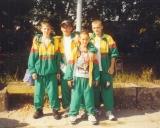 1998 m. Aleksejus Školinas su draugais