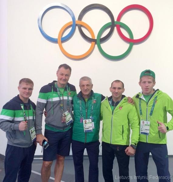 Iš kairės: boksininkas Evaldas Petrauskas, kinezeterapeutas Aleksandras Trofimovas, bokso treneris Vladimiras Bajevas, treneris Ruslanas Vartanovas ir Edgaras Venckaitis