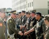 S.Šaduikį sveikina generolas Jonas Kronkaitis