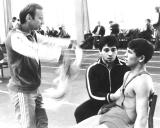 1985 m. Eduardas Fainšteinas sekunduoja A.Jonkinui. Vidury pritupęs sunkiasvoris Leonidas Tevelevas