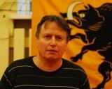 treneris Vladimiras Audickas šalia Troškūnų herbo