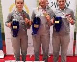Tarptautinio moterų imtynių turnyro Krasnike nugalėtoja Kamilė Gaučaitė (viduryje) ir tre2ios vietos laim4tojos Viktorija Augustauskaitė bei Ineta Dantaitė