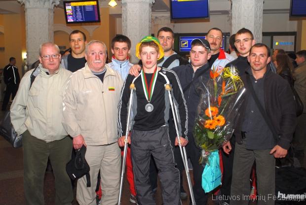 2007 metai. Valdemaras Venckaitis į Vilnių grįžo su bronzos medaliu, tačiau iškovotą trofėjų padovanojo broliui Edgarui