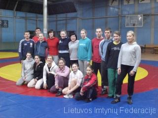 2011-01-17-moteru-stovykla
