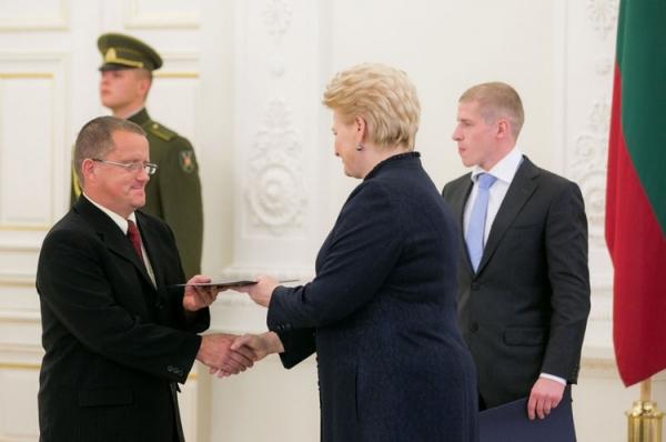 Joną Sabutį sveikina Lietuvos Respublikos prezidentė Dalia Grybauskaitė