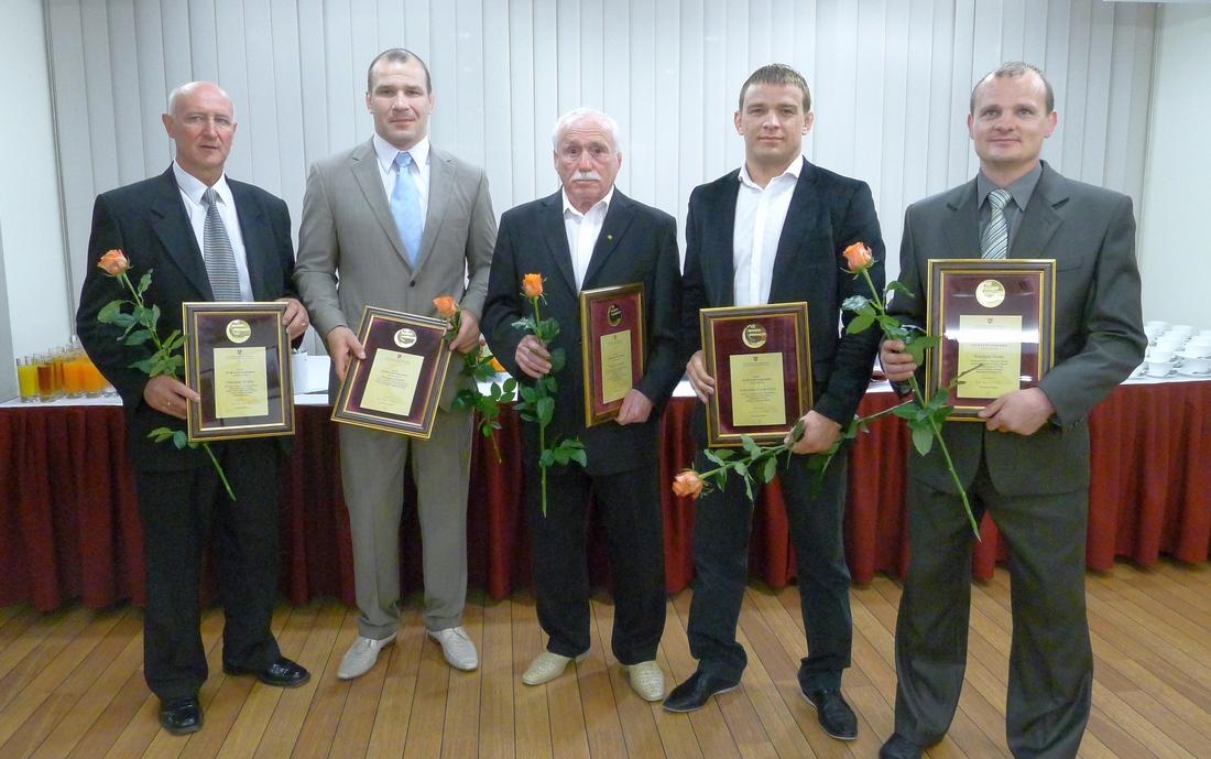 2012 m. KKSD apdovanojimai už pasiektus rezultatus Londono olimpinėse žaidynėse. Iš kairės Edmundas Skrickas, Mindaugas Ežerskis, Grigorijus Kazovskis, Aleksandras Kazakevičius ir Remigijus Gustas