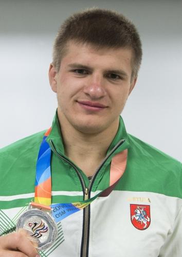 Vilius Laurinaitis su Korėjoje iškovotu pasaulio kariškių žaidynių sidabro medaliu