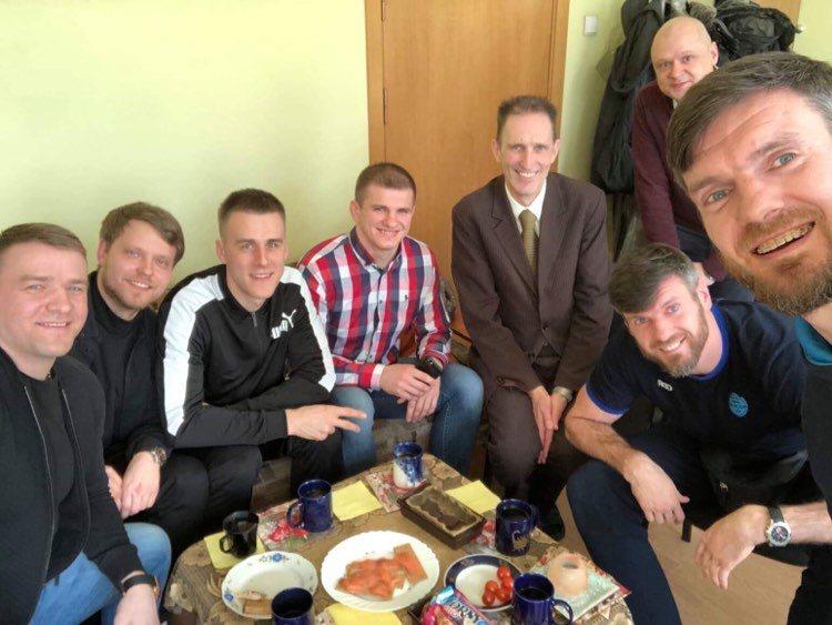 Nuotraukoje iš kairės: Aleksandras Kazakevičius, Mantvydas Dabašinskas, Eimantas Pocius, Vilius Laurinaitis, profesorius Raimondas Malinauskas, Darjušas ir Kšyštofas Lavrinovičiai
