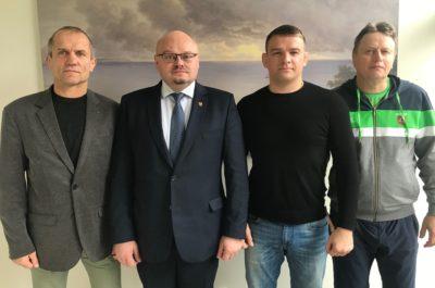 Iš kairės: LIF prezidentas G.Dambrauskas, Pakruojo rajono meras S.Margis, olimpinis prizininkas A.Kazakevičius ir treneris V.Audickas