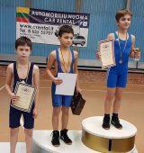 Vaikų imtynių čempionate pergales skynė favoritai klaipėdiečiai; sėkmingu debiutu džiaugėsi atletai iš Druskininkų