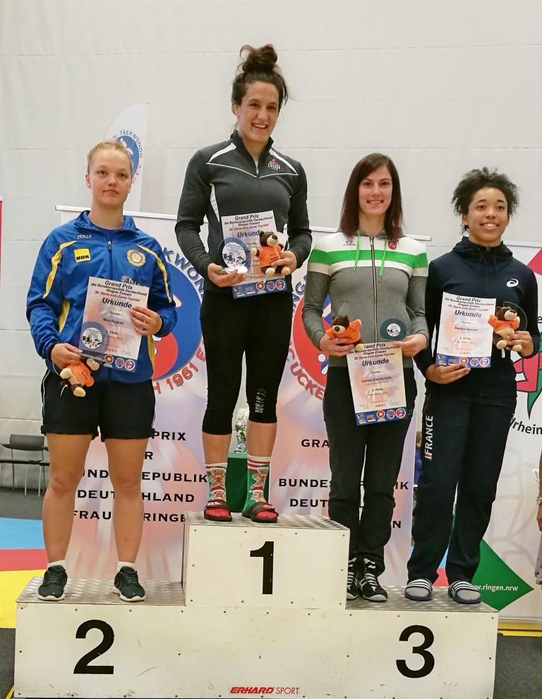 """D.Domikaitytė – prestižinio Gran Prix serijos imtynių turnyro prizininkė. K.Gaučaitei – jaunių varžybų """"sidabras"""""""