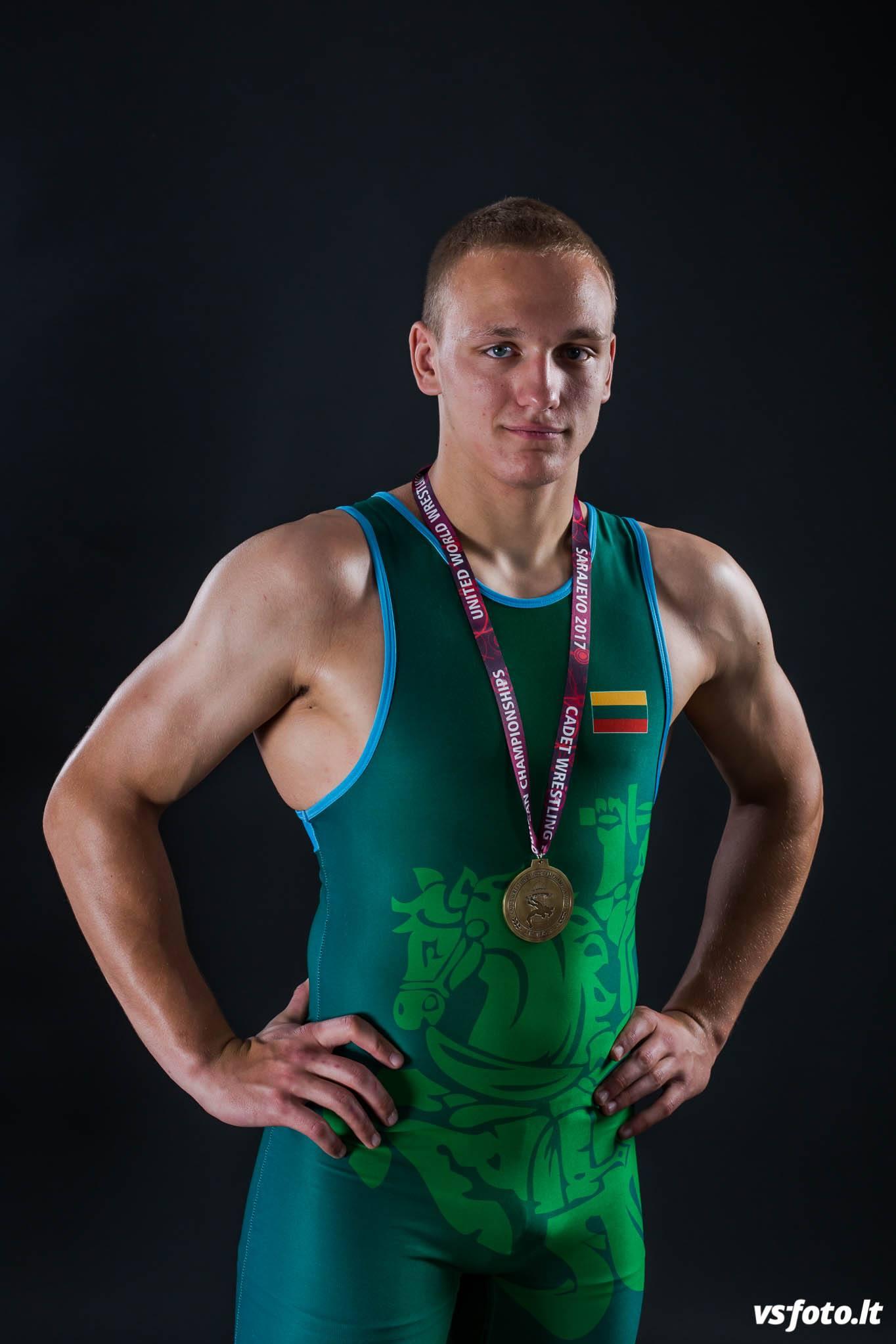Pasaulio jaunių imtynių čempionato starte – banguotas mūsų šalies atletų pasirodymas (vaizdo įrašai)