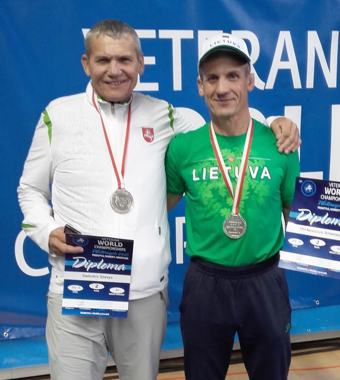 Pasaulio imtynių veteranų čempionato sidabras – treneriui iš Pagėgių ir kurmių gaudytojui iš Lazdijų rajono